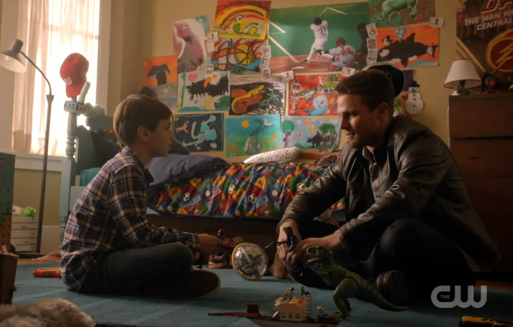 Arrow: Oliver Queen insieme a suo figlio in Legends of Yesterday