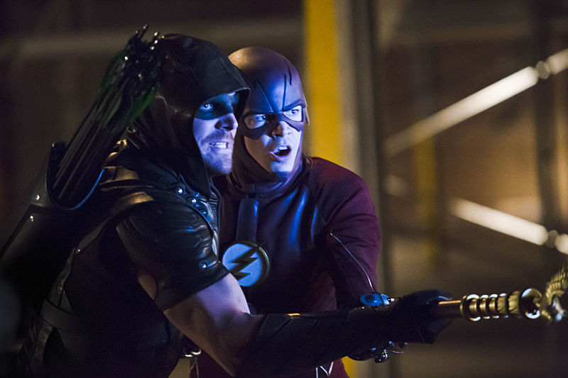 Arrow: Stephen Amell e Grant Gustin in Legends of Yesterday
