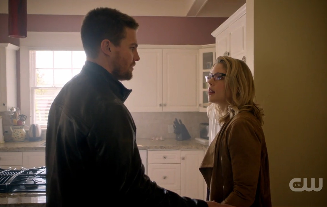 Arrow: Stephen Amell ed Emily Bett Rickards in Legends of Yesterday