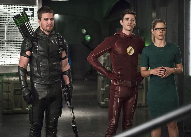 The Flash: Stephen Amell, Grant Gustin ed Emily bett Rickards in Legends of Today