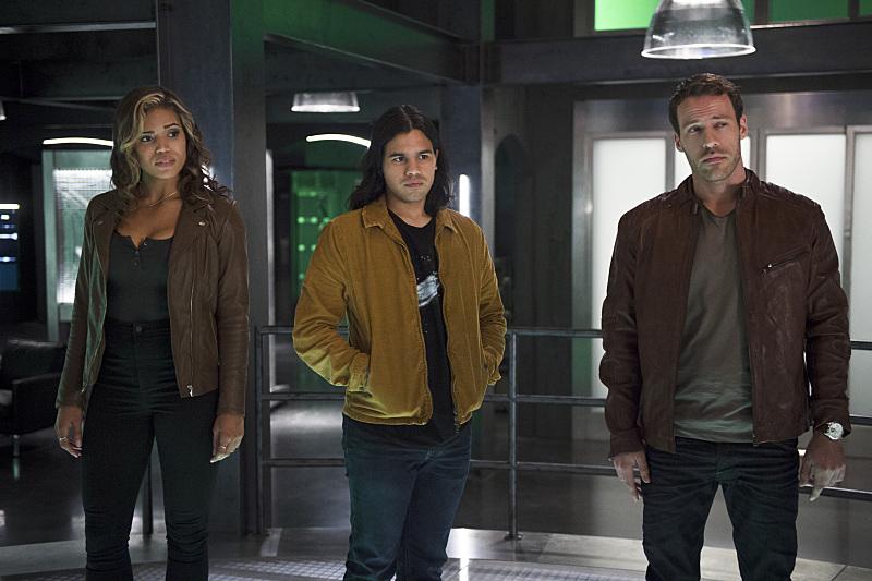 The Flash: Ciara Renée, Carlos Valdes e Falk Hentschel nell'episodio Legends of Today