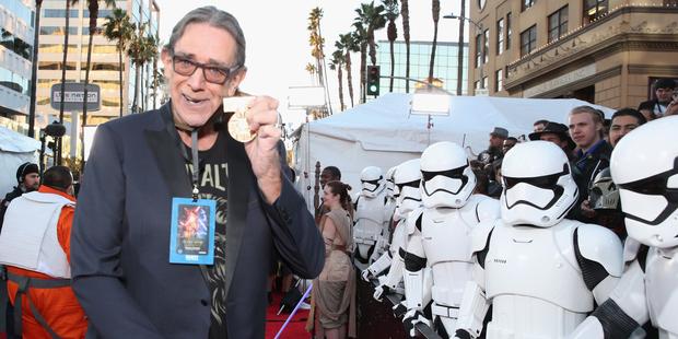 Star Wars: il risveglio della forza - Peter Mayhew e gli stormtrooper alla premiere