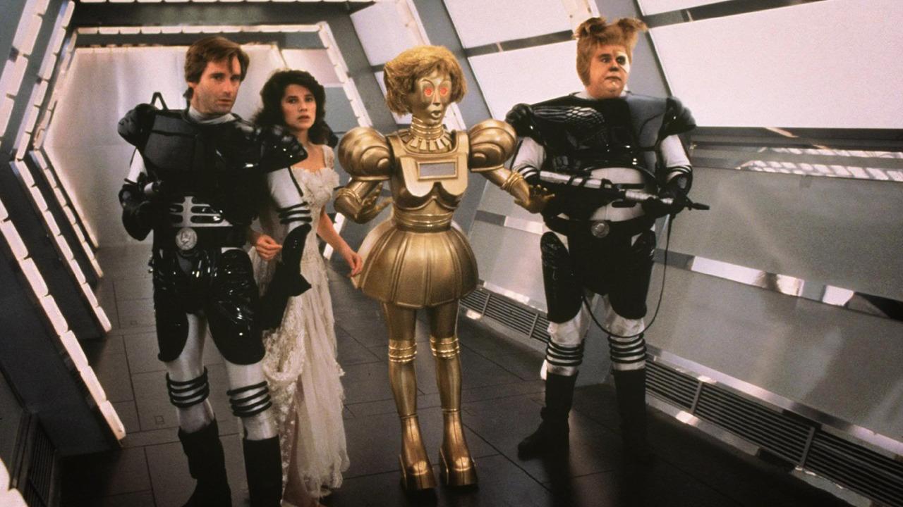 Bill Pullman, Daphne Zuniga, John Candy in una scena del film Balle Spaziali