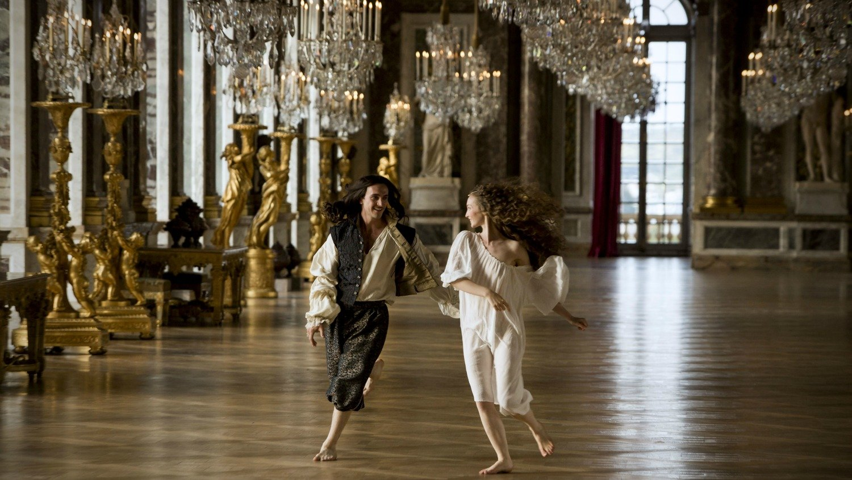 Versailles: George Blagden in una foto della serie