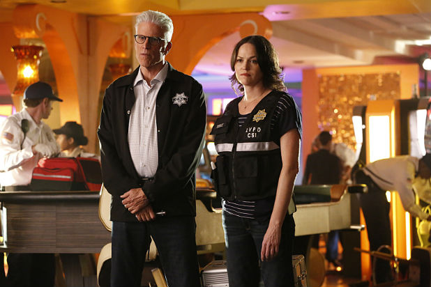 CSI: Scena del crimine - Ted Danson e Jorja Fox nell'episodio Immortality