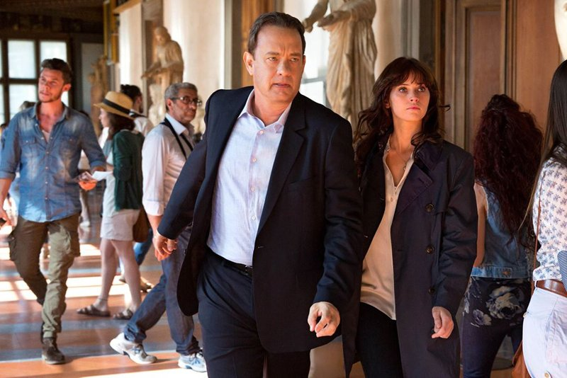 Inferno: Tom Hanks e Felicity Jones in una foto del film