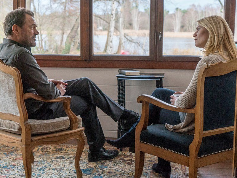 Homeland: Sebastian Koch e Claire Danes in una foto dell'episodio A False Glimmer
