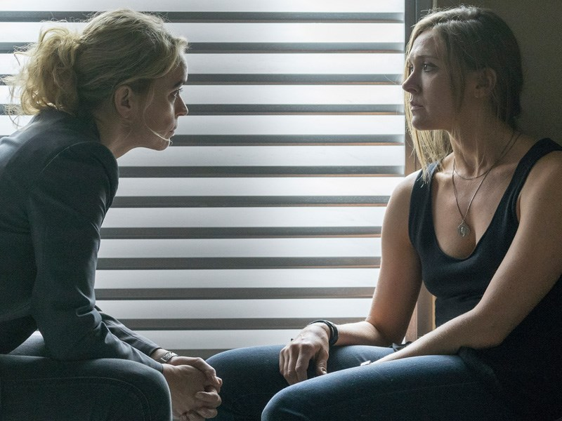 Homeland: le attrici Nina Hoss e Sarah Sokolovic in A False Glimmer