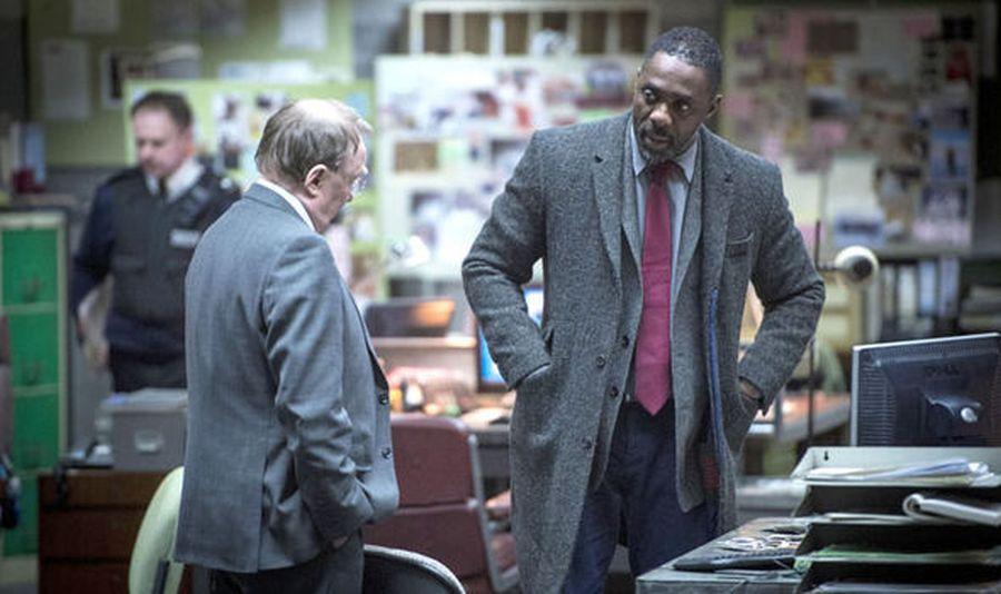 Luther: Idris Elba discute con il capo Dermot Crowley