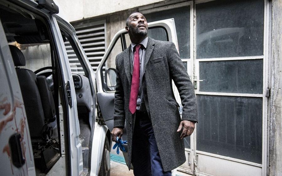 Luther: Idris Elba in una scena della stagione 4