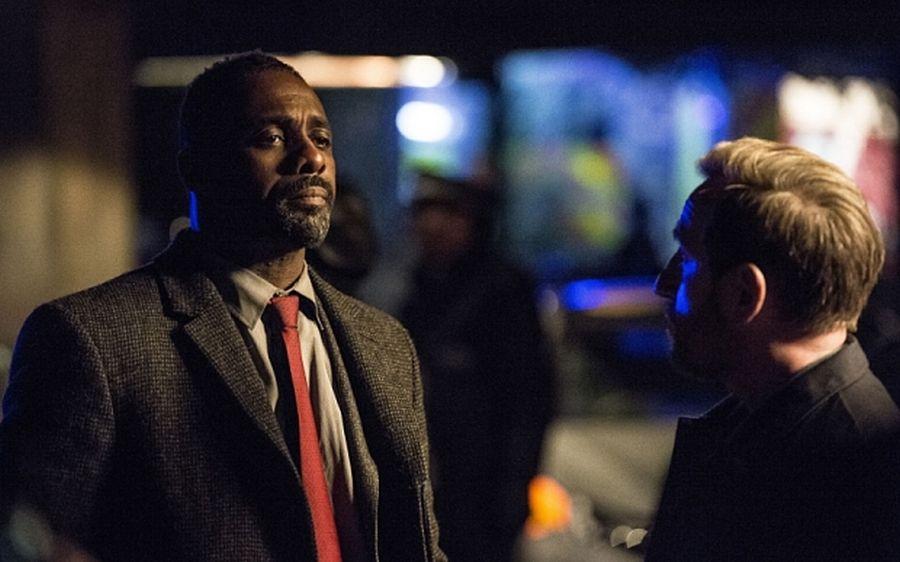 Luther: Idris Elba e Michael Smiley in una scena