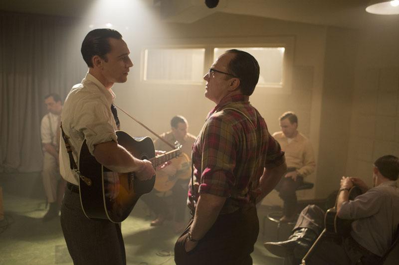 I Saw The Light - Tom Hiddleston e Bradley Whitford in un momento di confronto