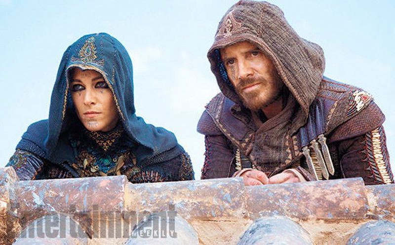 Assassin's Creed: Michael Fassbender e Ariane Labed in una scena del film