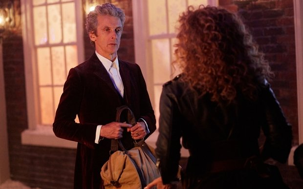 Doctor Who: Peter Capaldi e Alex Kingston in una foto dell'episodio The Husbands of River Song