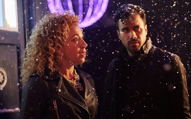 Doctor Who: un'immagine dello speciale natalizio con Alex Kingston e Phillip Rhys The Husbands of River Song