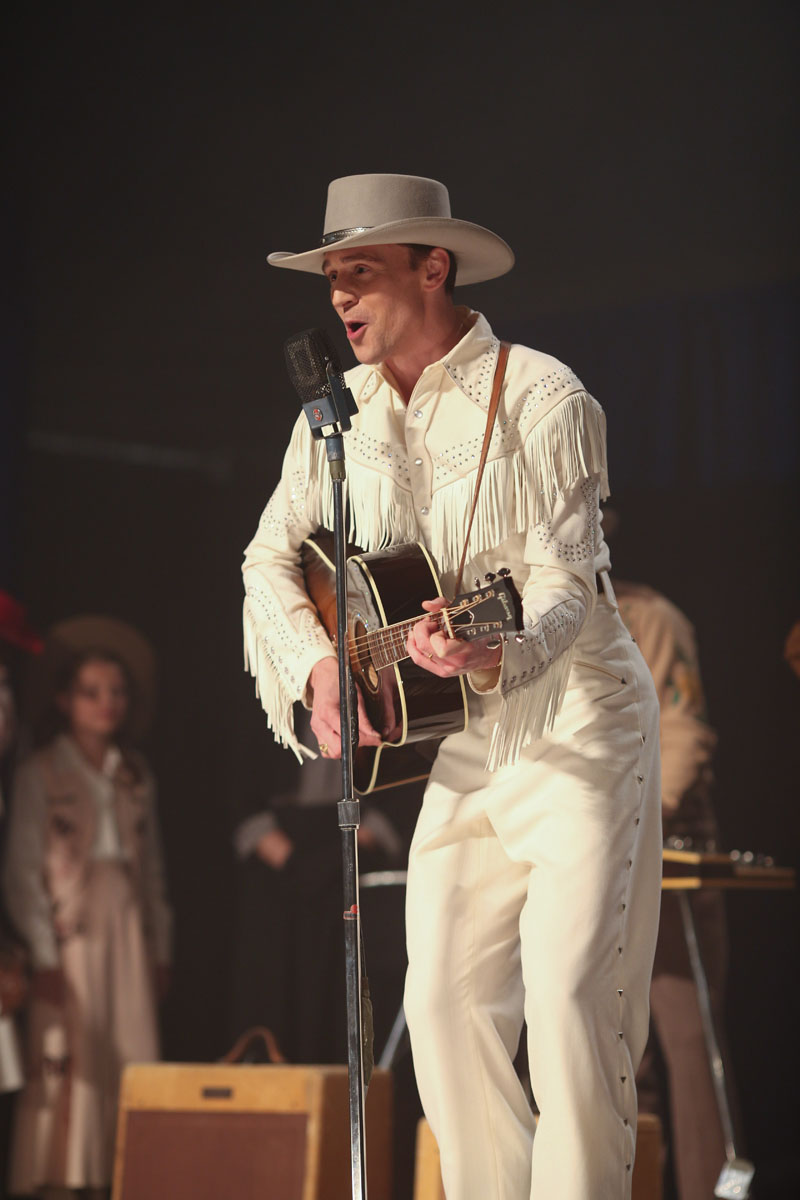 I Saw The Light - Tom Hiddleston durante un'esibizione