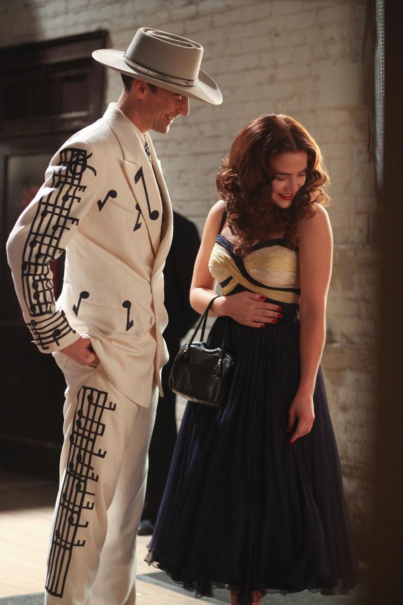 I Saw The Light - Tom Hiddleston e Maddie Hasson in una scena