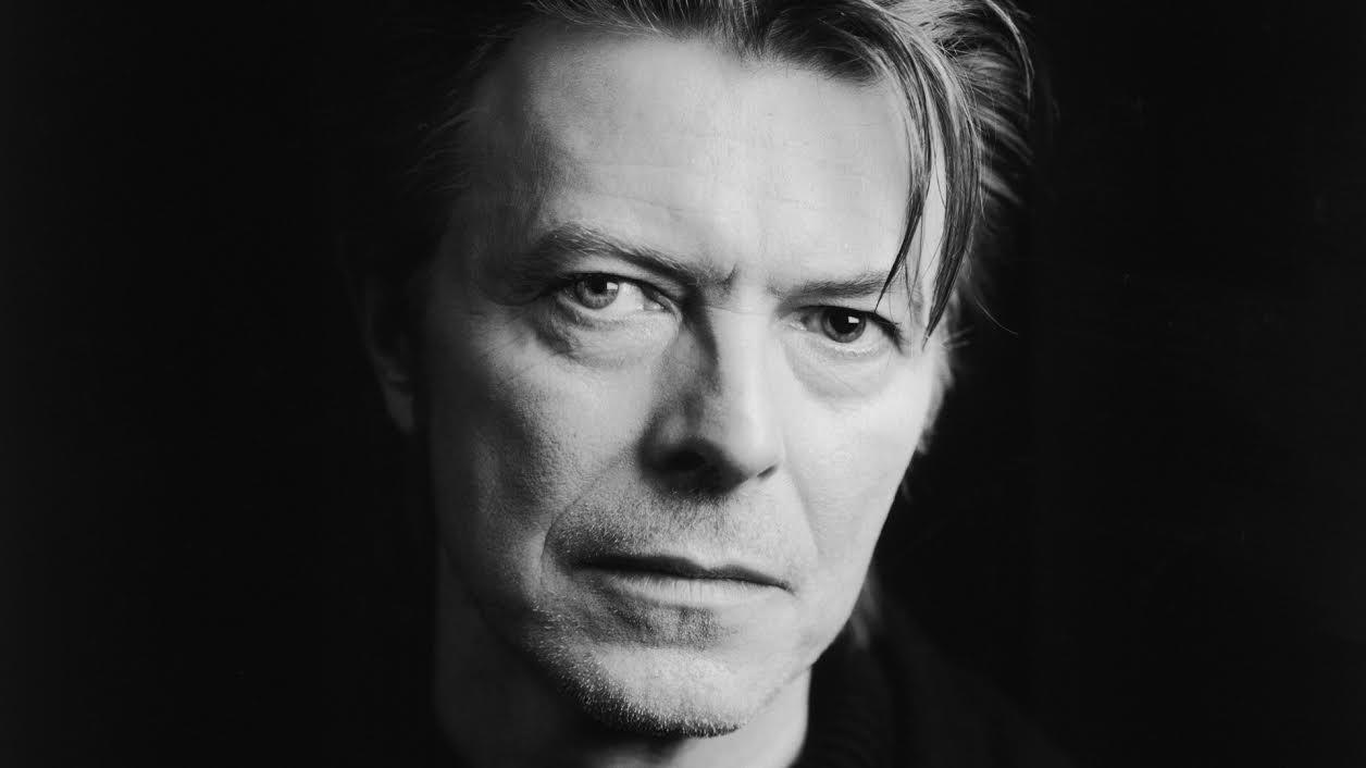 David Bowie, un intenso primo piano dell'artista inglese