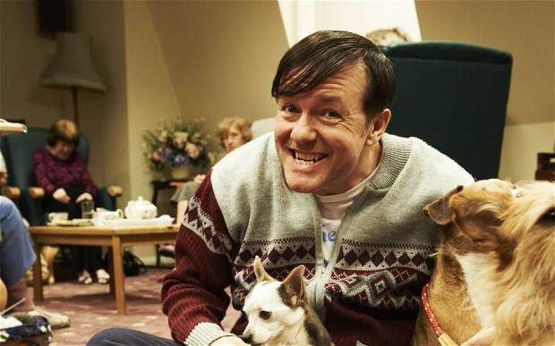 Derek: un'immagine di Ricky Gervais nella serie