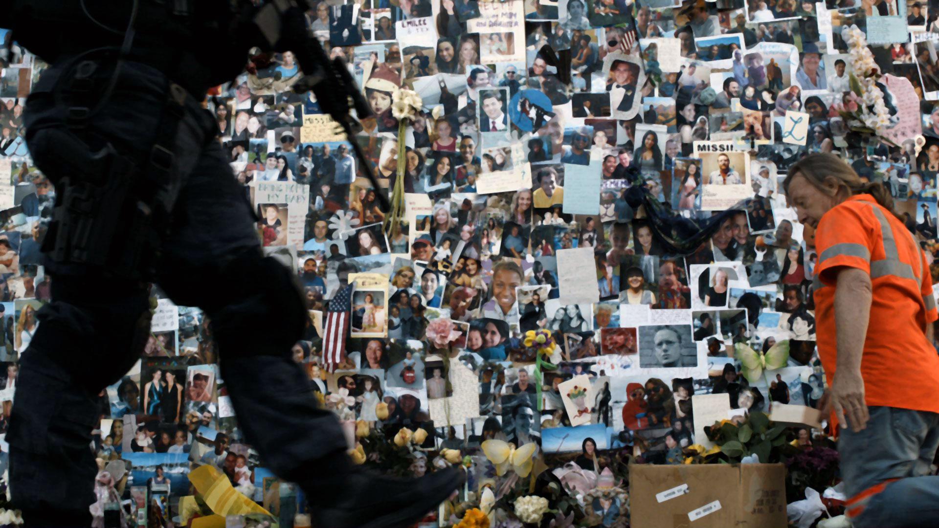 Colony: una foto del muro in cui sono riportate le foto delle persone scomparse