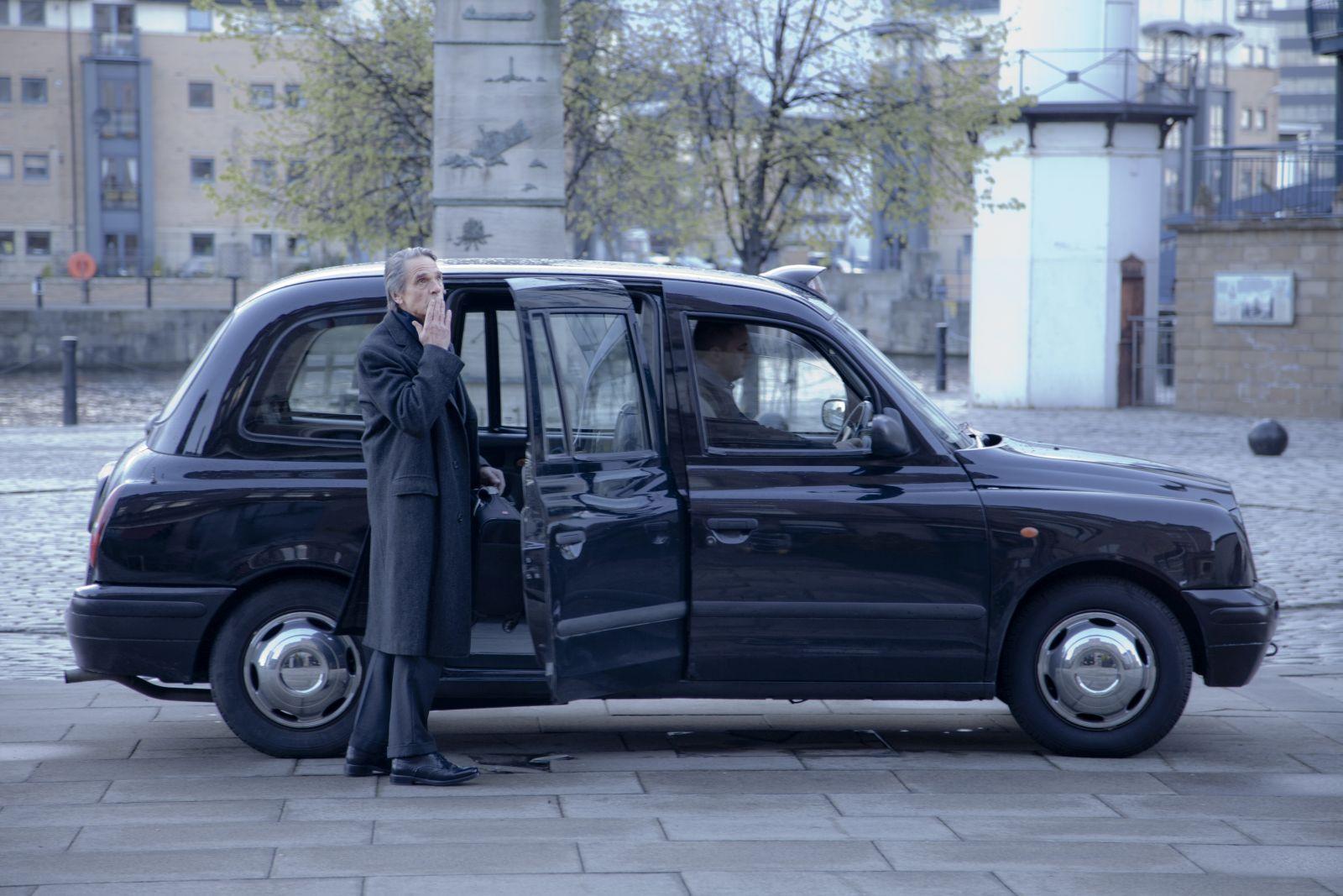 La corrispondenza: Jeremy Irons in una scena del film