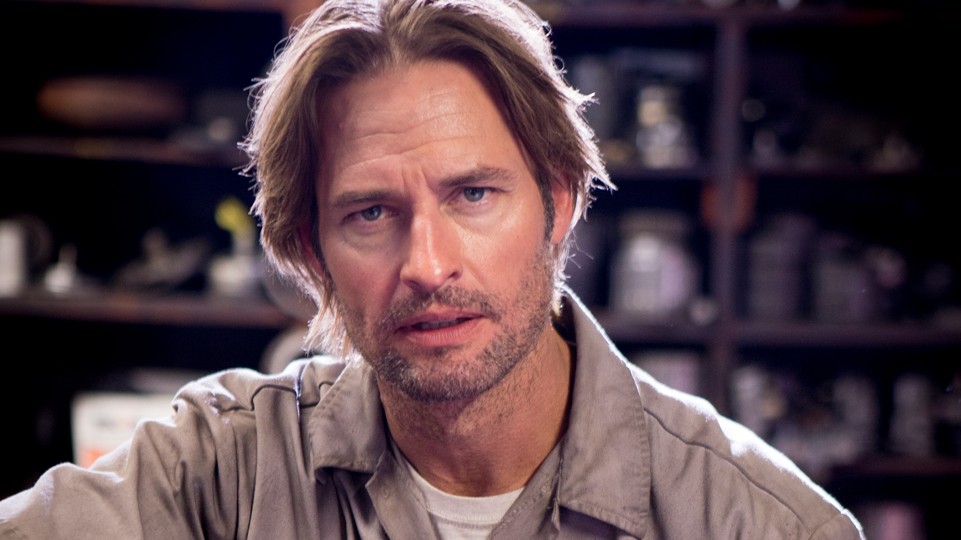 Colony: un'immagine del protagonista Josh Holloway