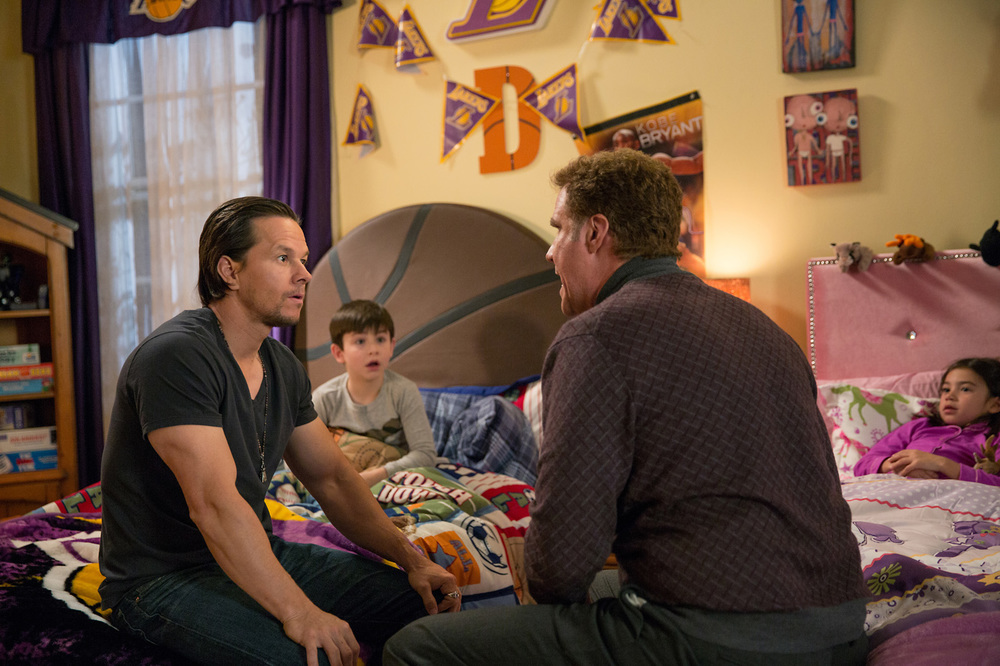Daddy's Home: Will Ferrell, Mark Wahlberg, Scarlett Estevez e Owen Vaccaro in una scena del film
