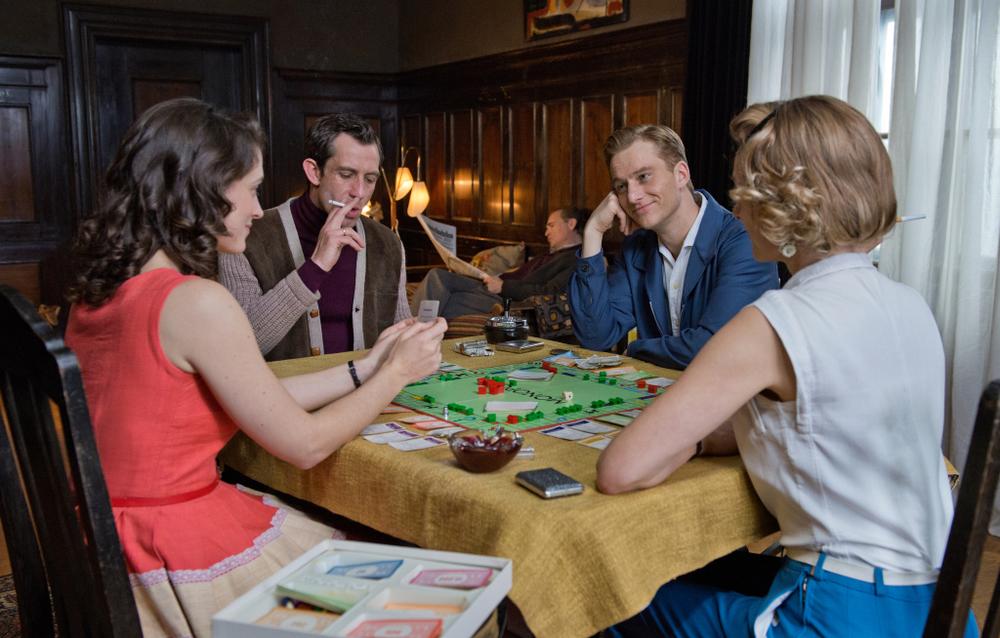 Il labirinto del silenzio: Alexander Fehling, Friederike Becht, André Szymanski e Lisa Martinek in una scena del film