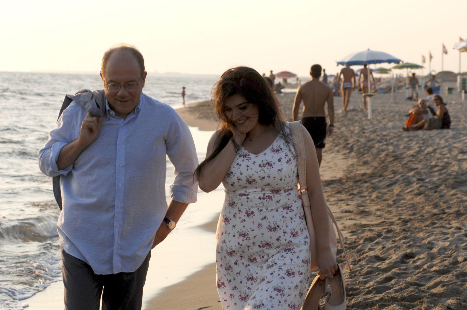 L'abbiamo fatta grossa: Carlo Verdone e Anna Kasyan in un momento del film
