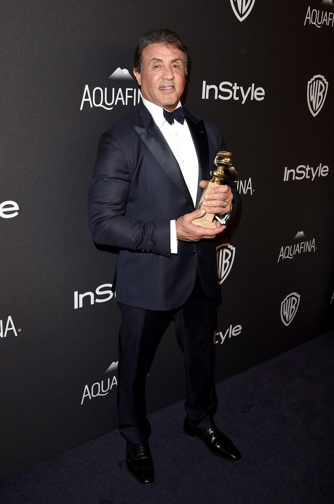 Sylvester Stallone con il Golden Globe vinto per Creed