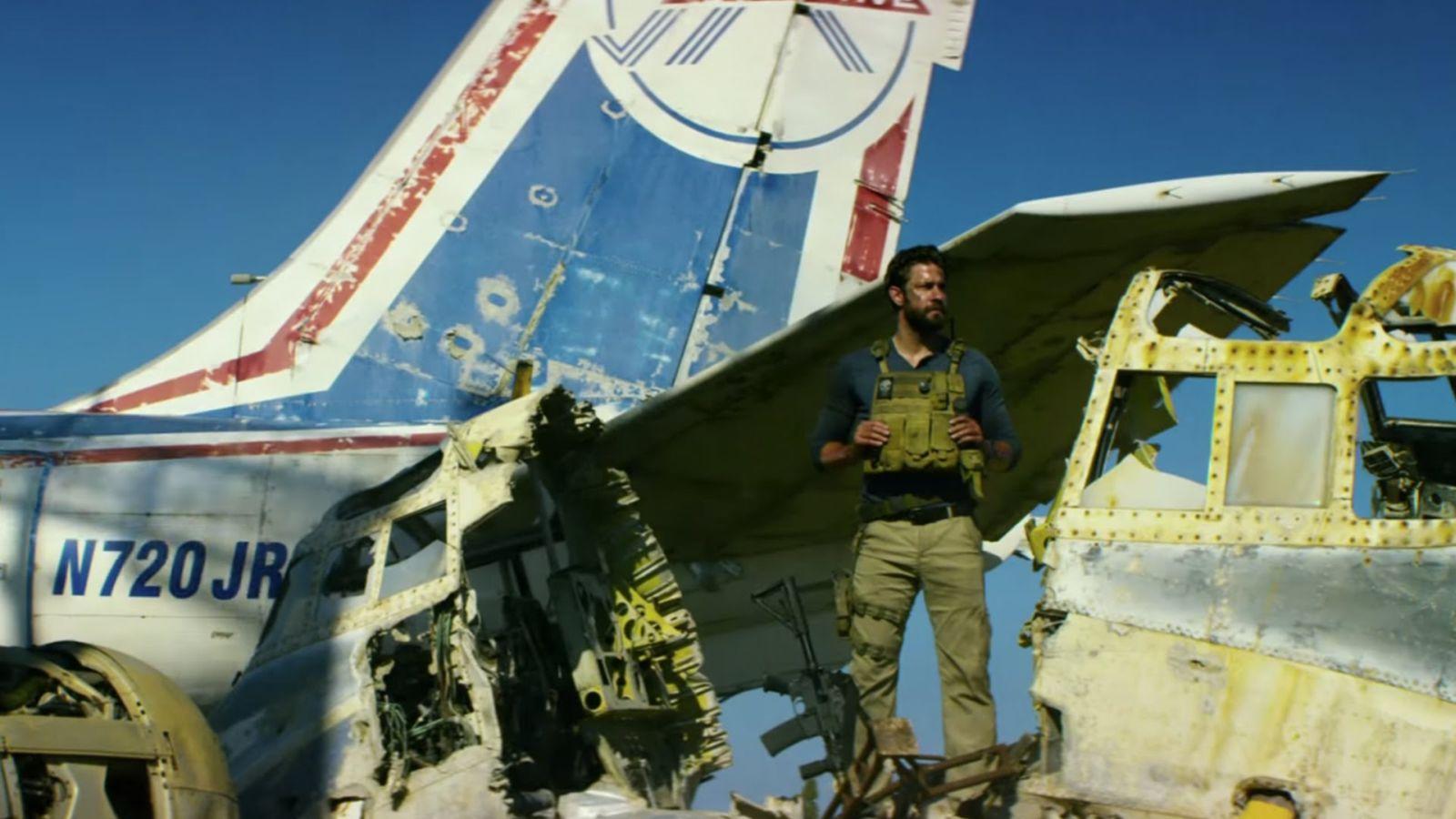 13 Hours: The Secret Soldiers of Benghazi, John Krasinski in una scena del film