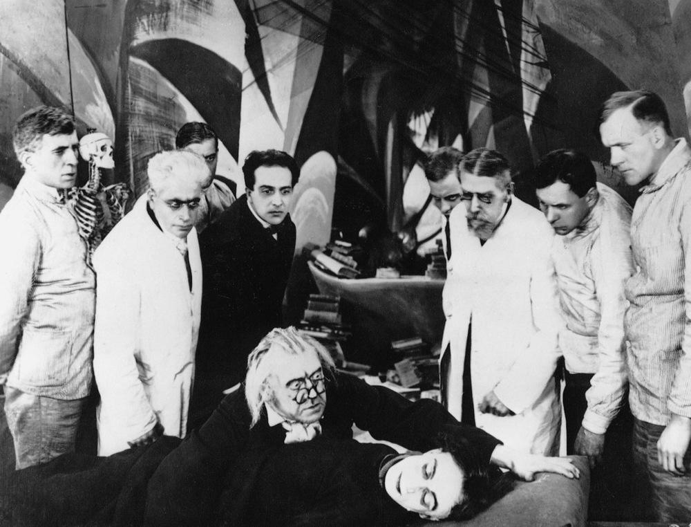 Il gabinetto del dottor Caligari: una scena del capolavoro espressionista