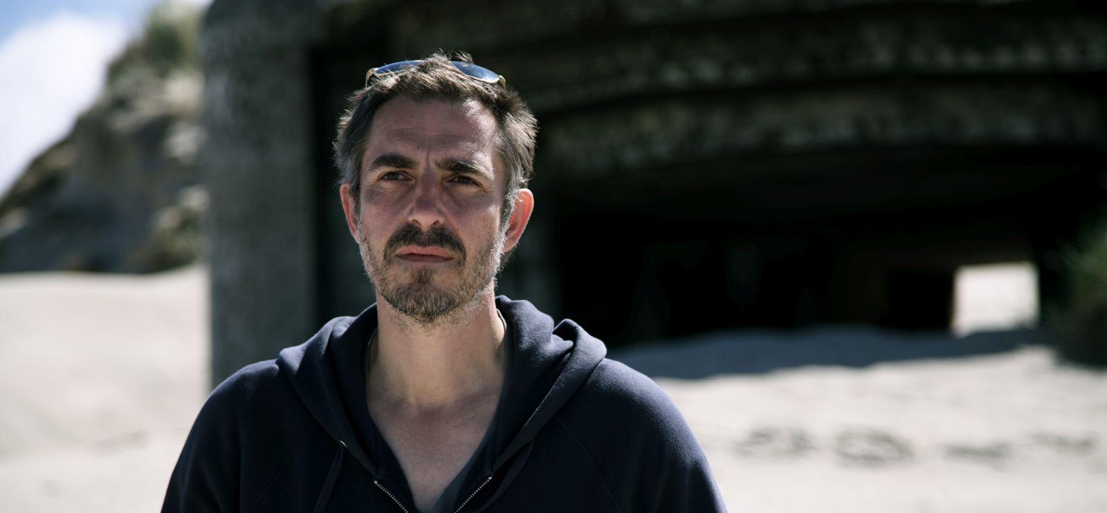 Land of Mine: il regista e sceneggiatore del film Martin Zandvliet sul set