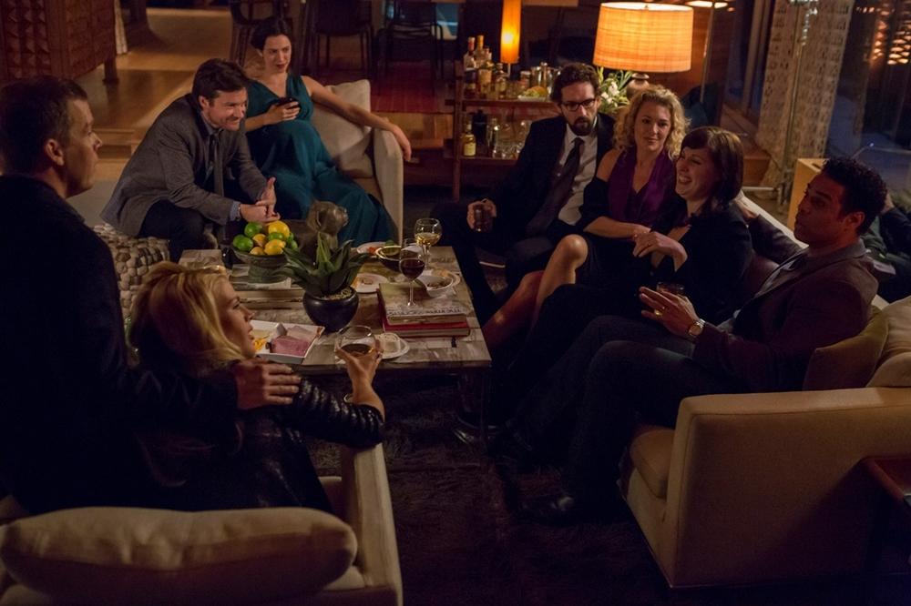 Regali da uno sconosciuto - The Gift: Rebecca Hall e Jason Bateman in una scena di gruppo