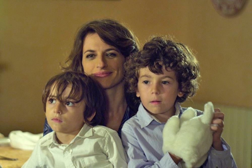 Seconda primavera: Anita Kravos in una scena del film con due giovanissimi attori