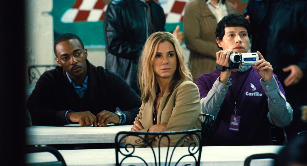 All'ultimo voto: Anthony Mackie, Sandra Bullock e Reynaldo Pacheco in una scena del film
