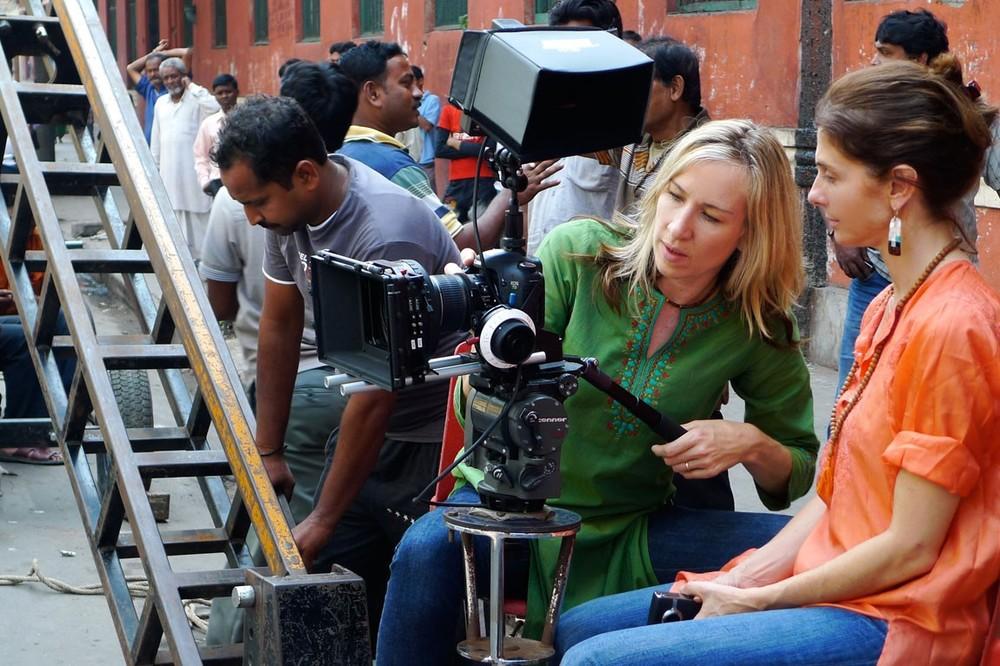 Il sentiero della felicità: la regista Paola di Florio sul set del film