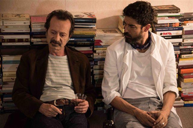 Onda su onda: Rocco Papaleo e Alessandro Gassman in una scena del film
