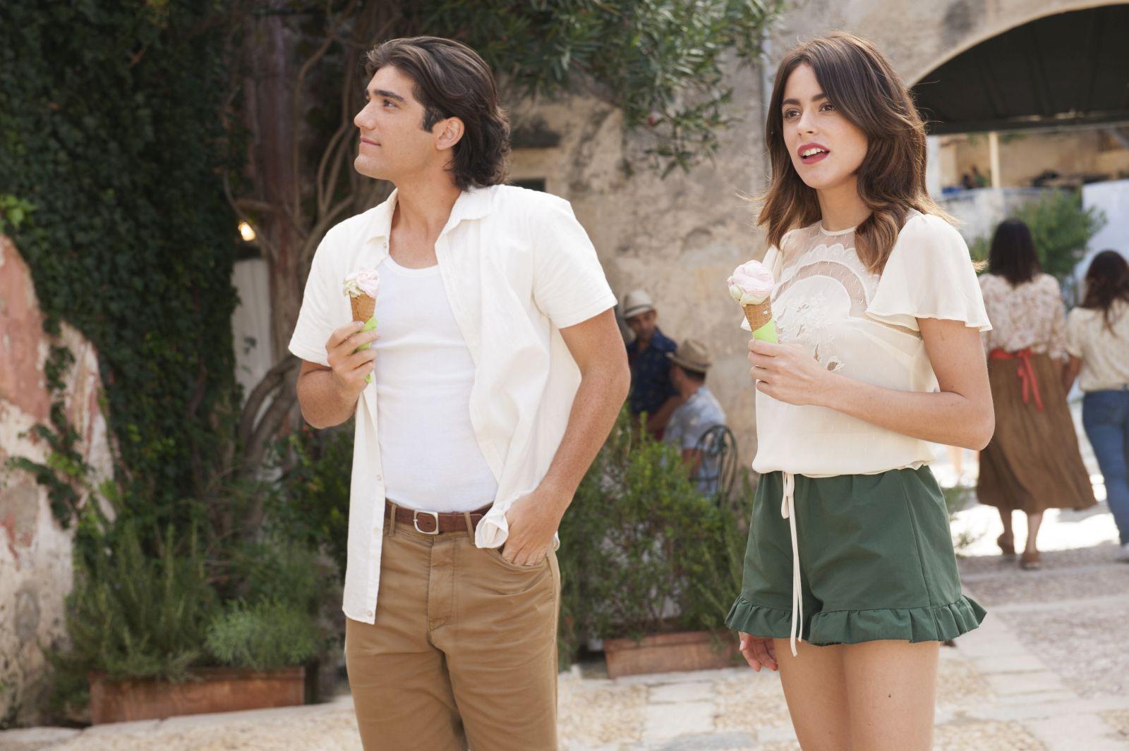 Tini - La nuova vita di Violetta: Martina Stoessel e Jorge Blanco in una scena del film