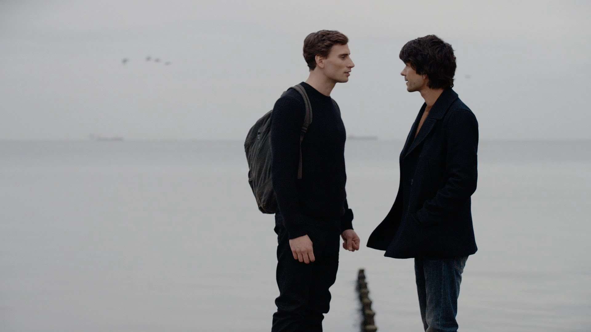 London Spy: gli attori Edward Holcroft e Ben Whishaw in un'immagine tratta dalla serie britannica