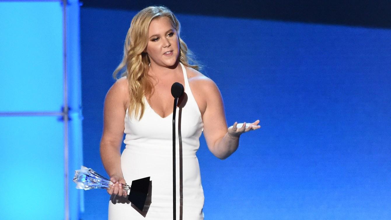 Amy Schumer ritira il Cristi Choice Award per Un disastro di ragazza