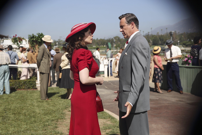 Agent Carter: Peggy viene controllata da distante in una foto della puntata The Lady in the Lake