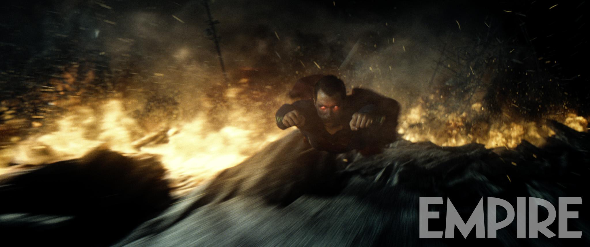 Batman v Superman: Henry Cavill in una foto ufficiale del film