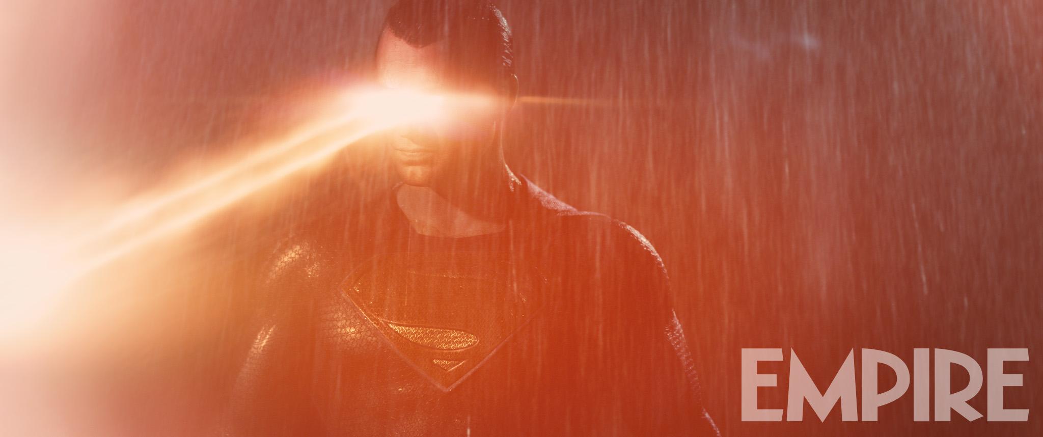 Batman v Superman: l'eroe interpretato da Henry Cavill in una foto del film