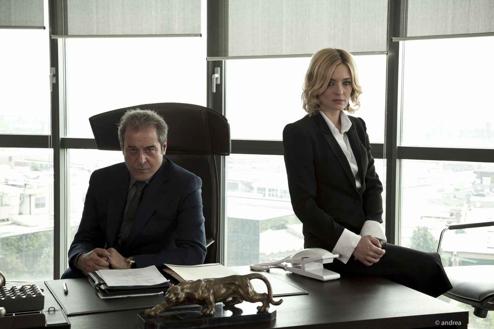 Breve storia di lunghi tradimenti: Ennio Fantastichini e Carolina Crescentini in un'immagine promozionale