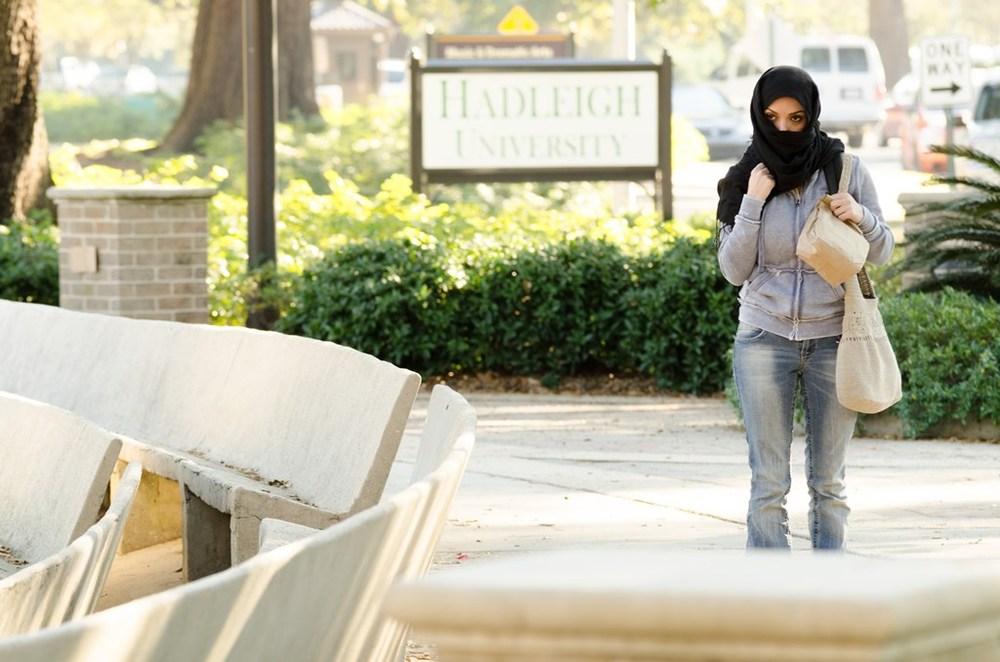 God's Not Dead: Hadeel Sittu in una scena del film