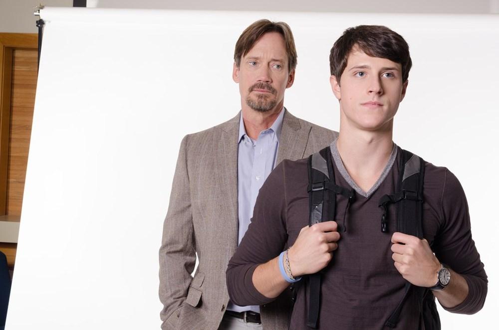 God's Not Dead: Shane Harper e Kevin Sorbo in una scena del film