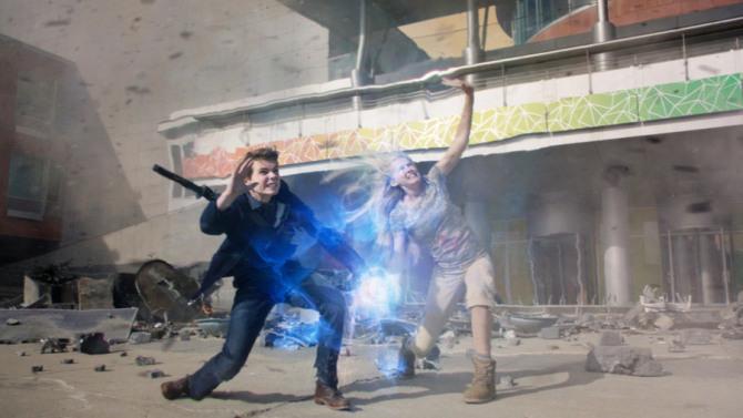 Heroes Reborn: Robbie Kay e Danika Yarosh in un'immagine di Project Reborn