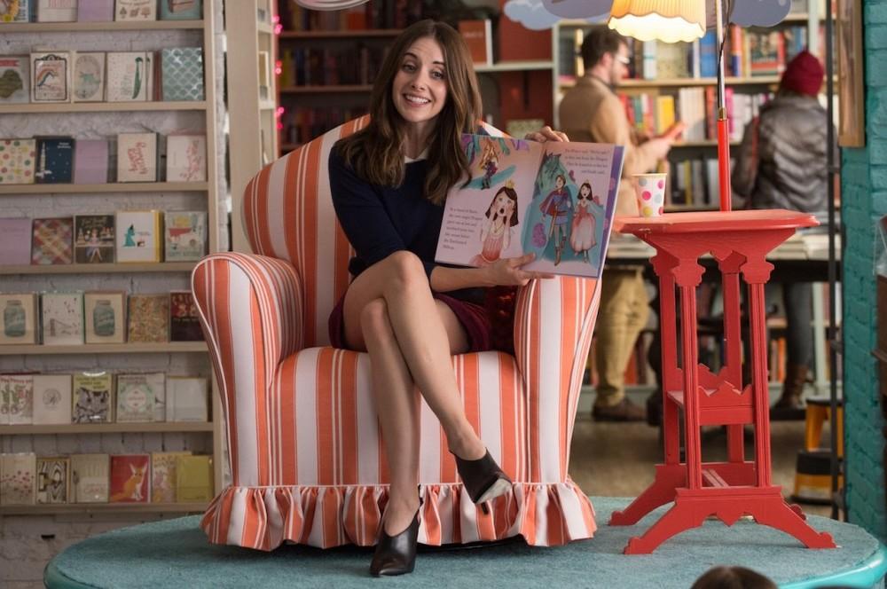 Single ma non troppo: Alison Brie in una scena del film