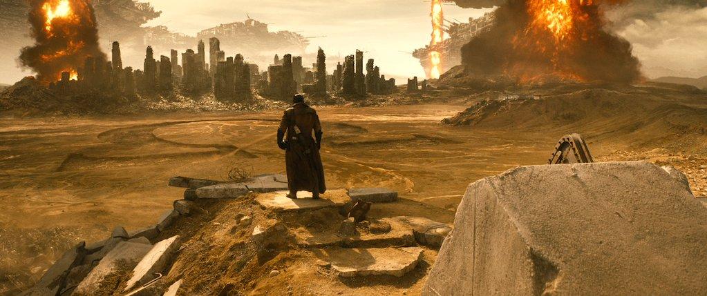 Batman v Superman: Batman osserva un simbolo